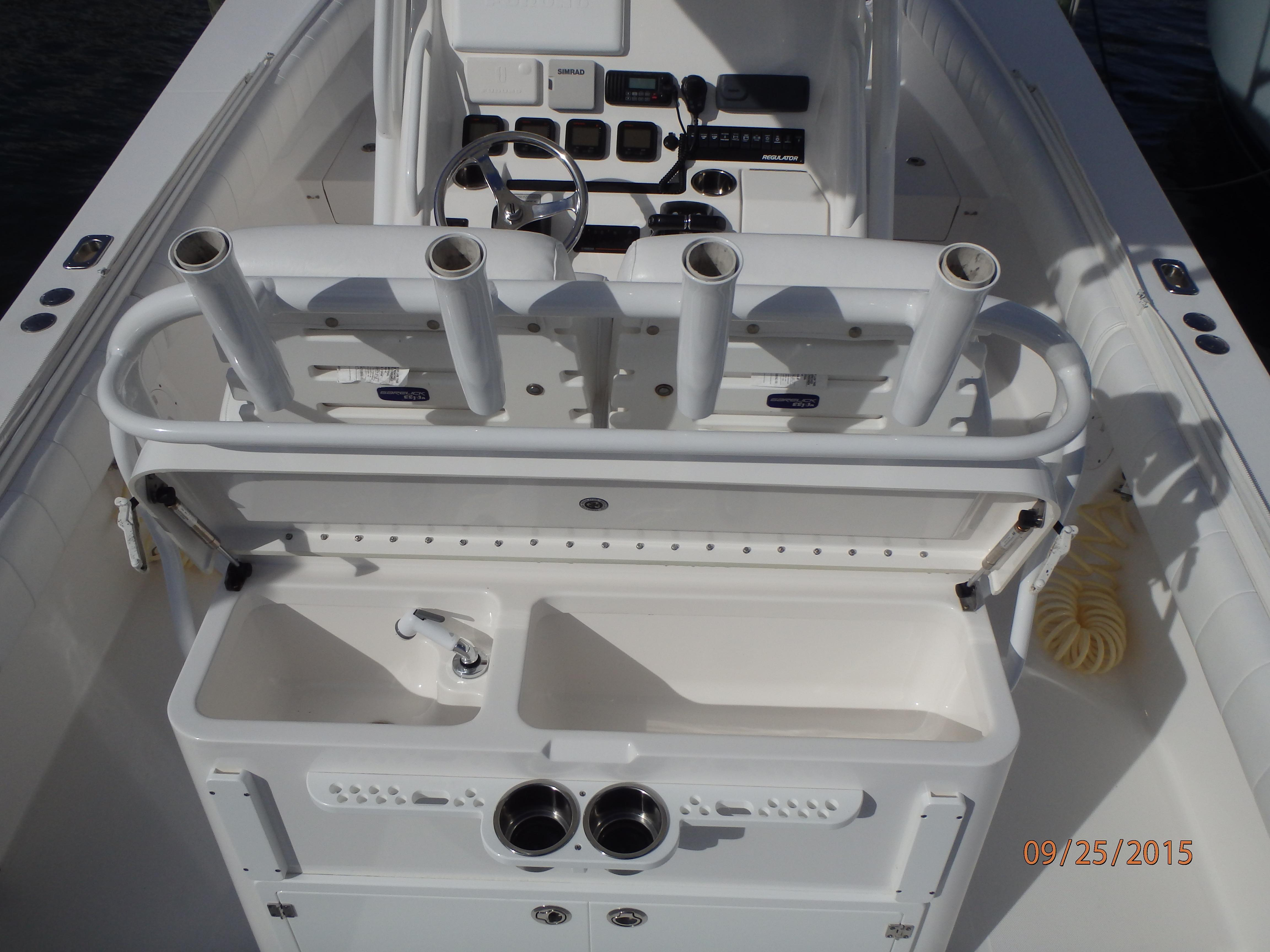 Regulator 32 Forward Seating