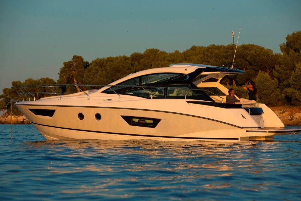 40 Beneteau 2017 South Dartmouth | Denison Yacht Sales