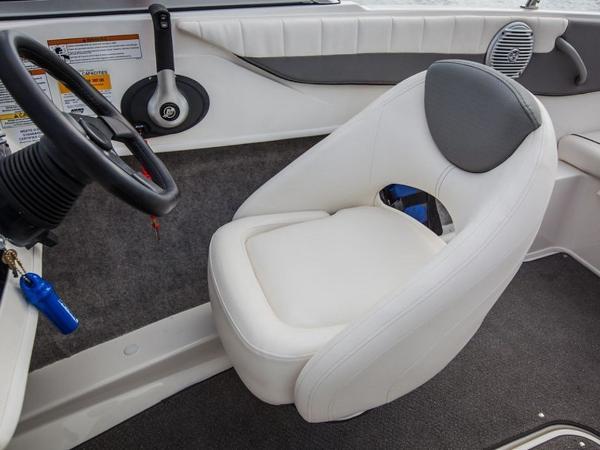 2020 Bayliner boat for sale, model of the boat is 180 Bowrider & Image # 4 of 31