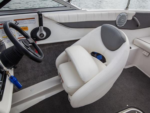 2020 Bayliner boat for sale, model of the boat is 180 Bowrider & Image # 23 of 31