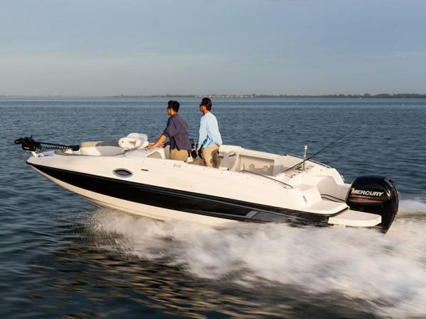 2020 Bayliner boat for sale, model of the boat is 210 Deck Boat & Image # 5 of 33