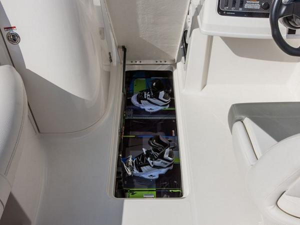 2020 Bayliner boat for sale, model of the boat is 210 Deck Boat & Image # 31 of 33