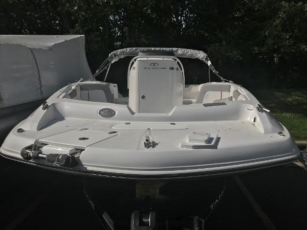 2020 Tahoe boat for sale, model of the boat is 2150 CC & Image # 16 of 91