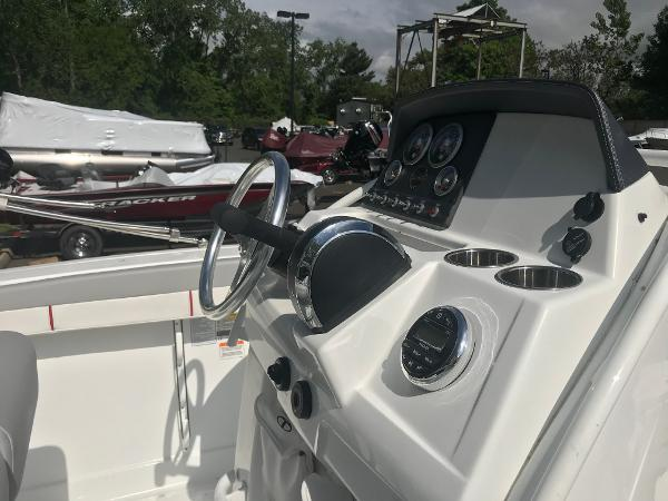 2020 Tahoe boat for sale, model of the boat is 2150 CC & Image # 13 of 91