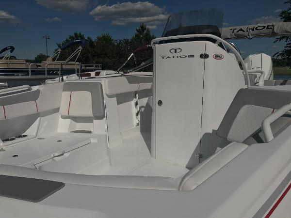 2020 Tahoe boat for sale, model of the boat is 2150 CC & Image # 9 of 91