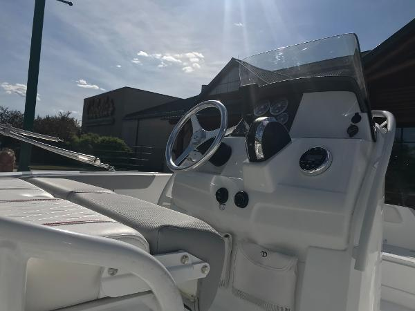 2020 Tahoe boat for sale, model of the boat is 2150 CC & Image # 11 of 91
