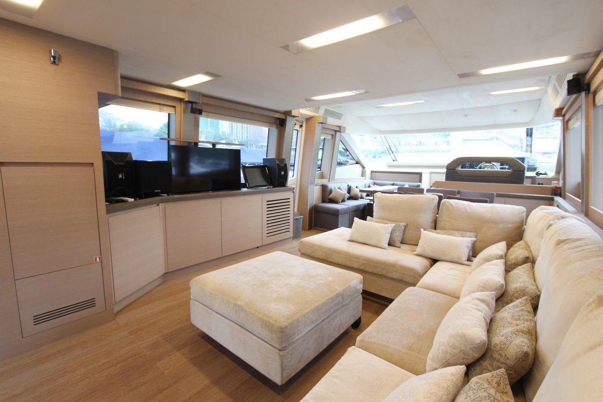 Monte Carlo Yachts 70 Saloon