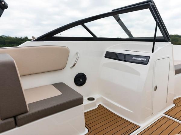 2020 Bayliner boat for sale, model of the boat is VR4 BOWRIDER & Image # 15 of 96