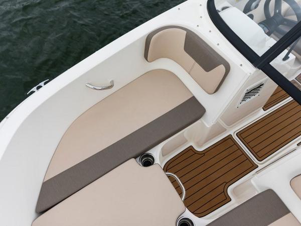 2020 Bayliner boat for sale, model of the boat is VR4 BOWRIDER & Image # 32 of 96