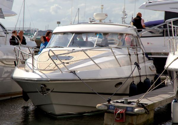 Windy Mistral 35 (199 8 ) :- Fitted with two x Volvo Penta KAD 44 260hp ...
