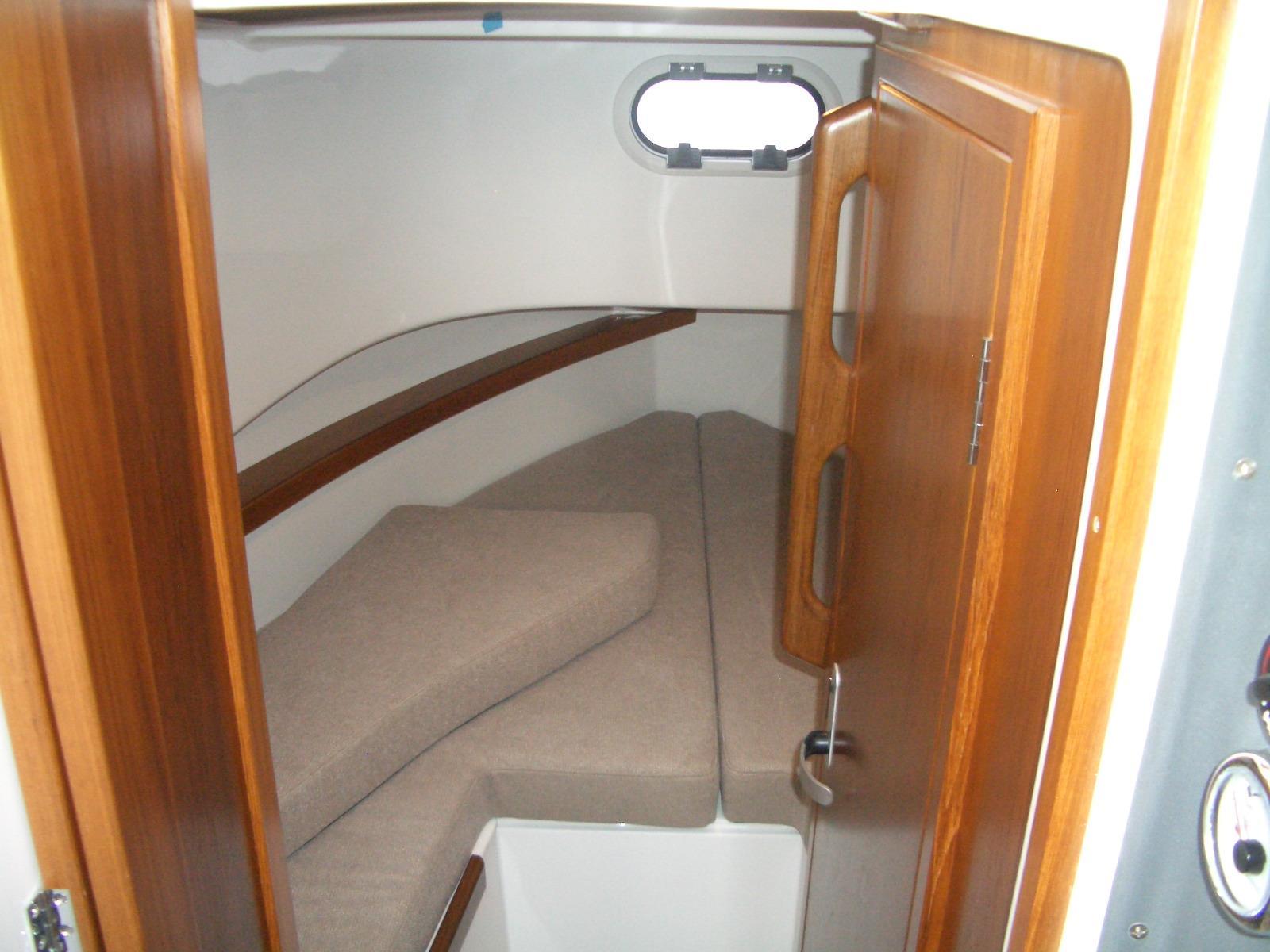 Sargo 25 forward cabin