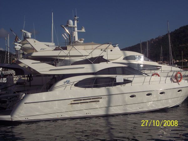 Azimut 52 - New Engines. Length: 15.85 meter. Model Year: 1997