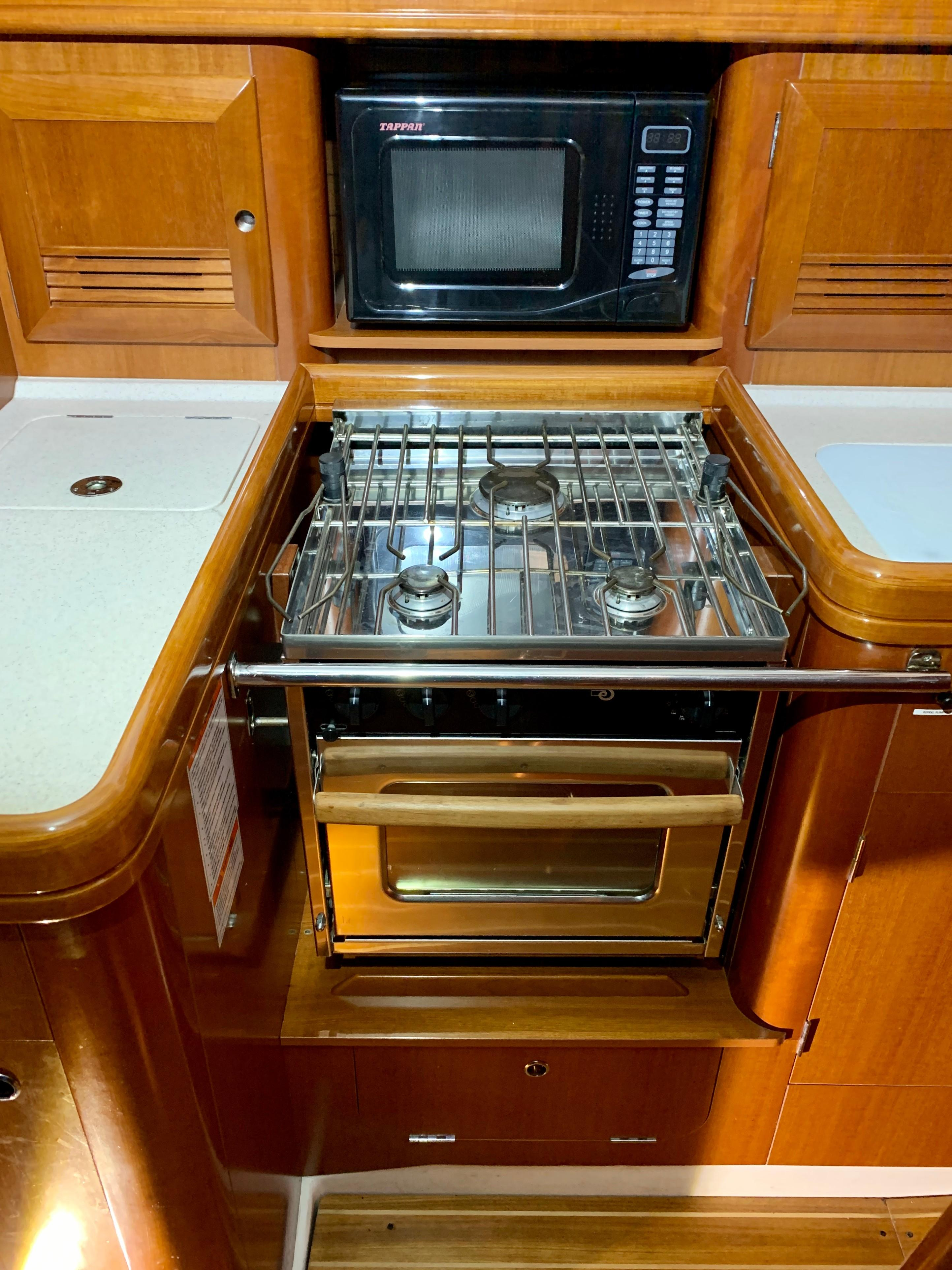 42 ft Beneteau 423 Galley Stove and Microwave