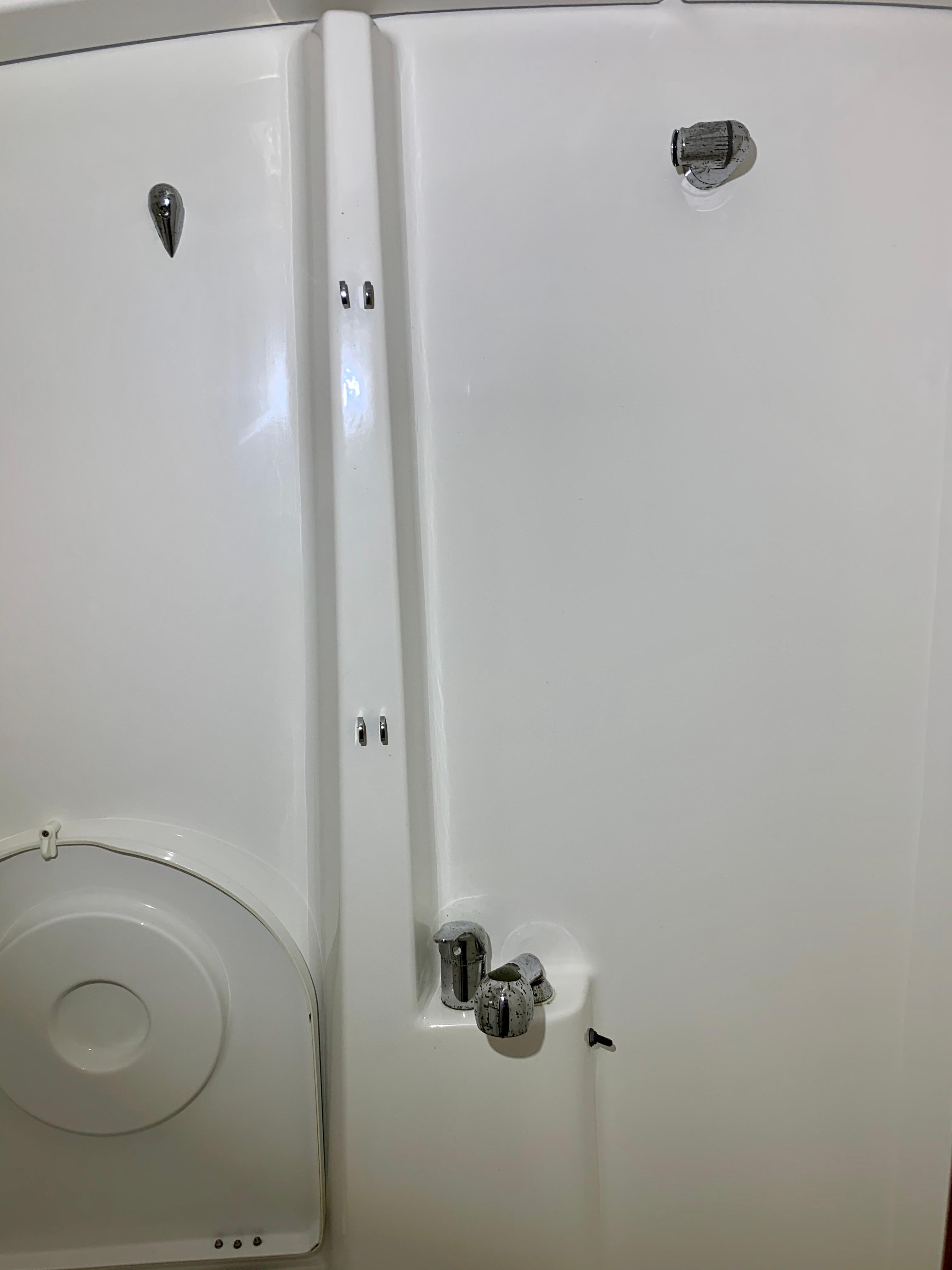 42 ft Beneteau 423 Forward Shower
