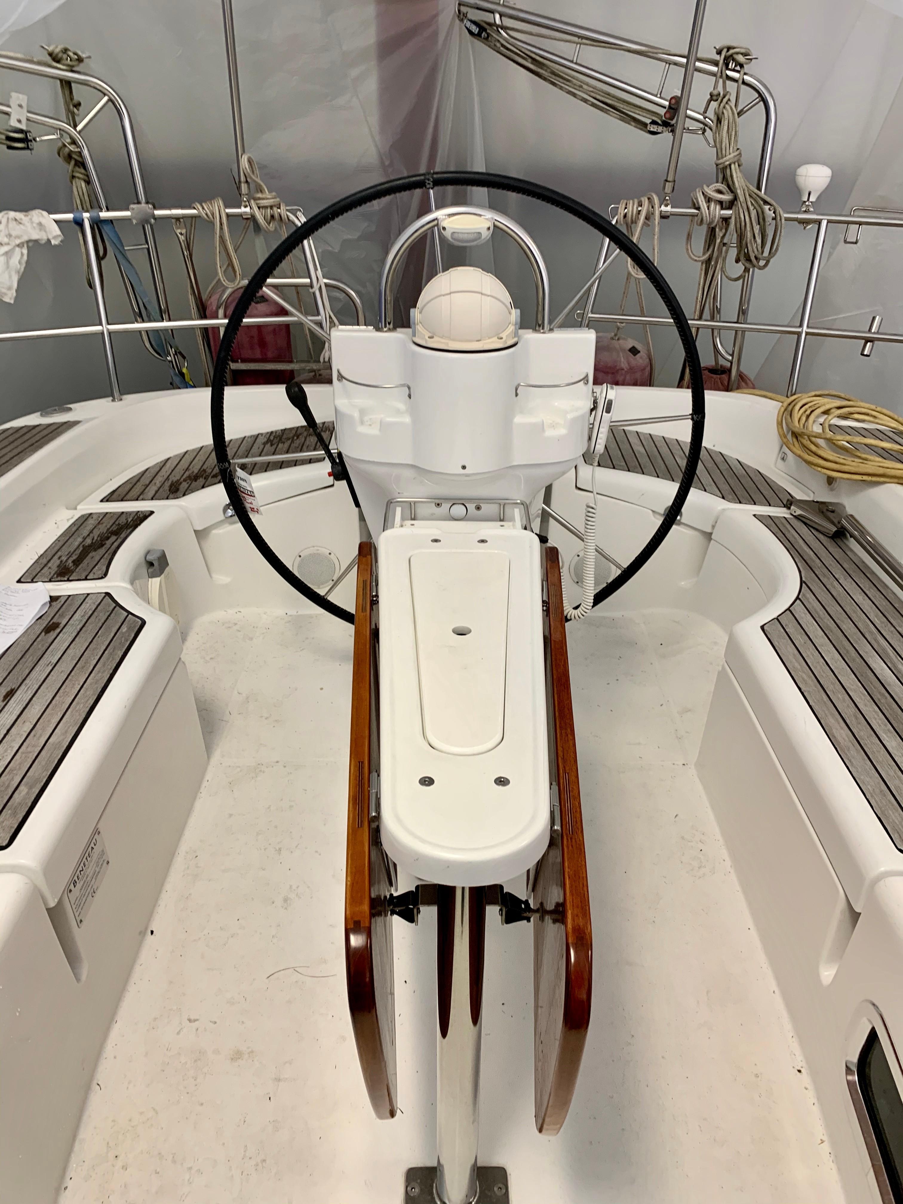 42 ft Beneteau 423 Cockpit Aft