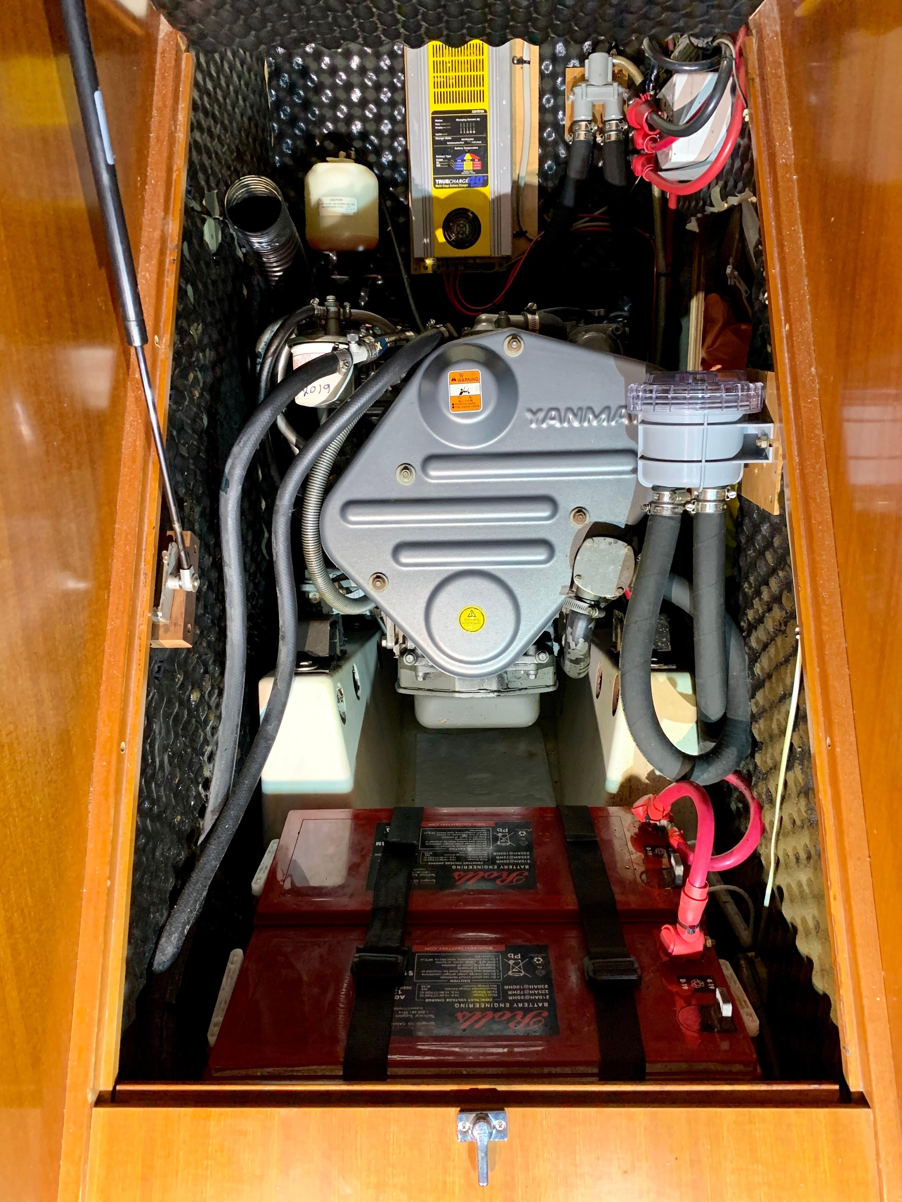 42 ft Beneteau 423 Engine Compartment