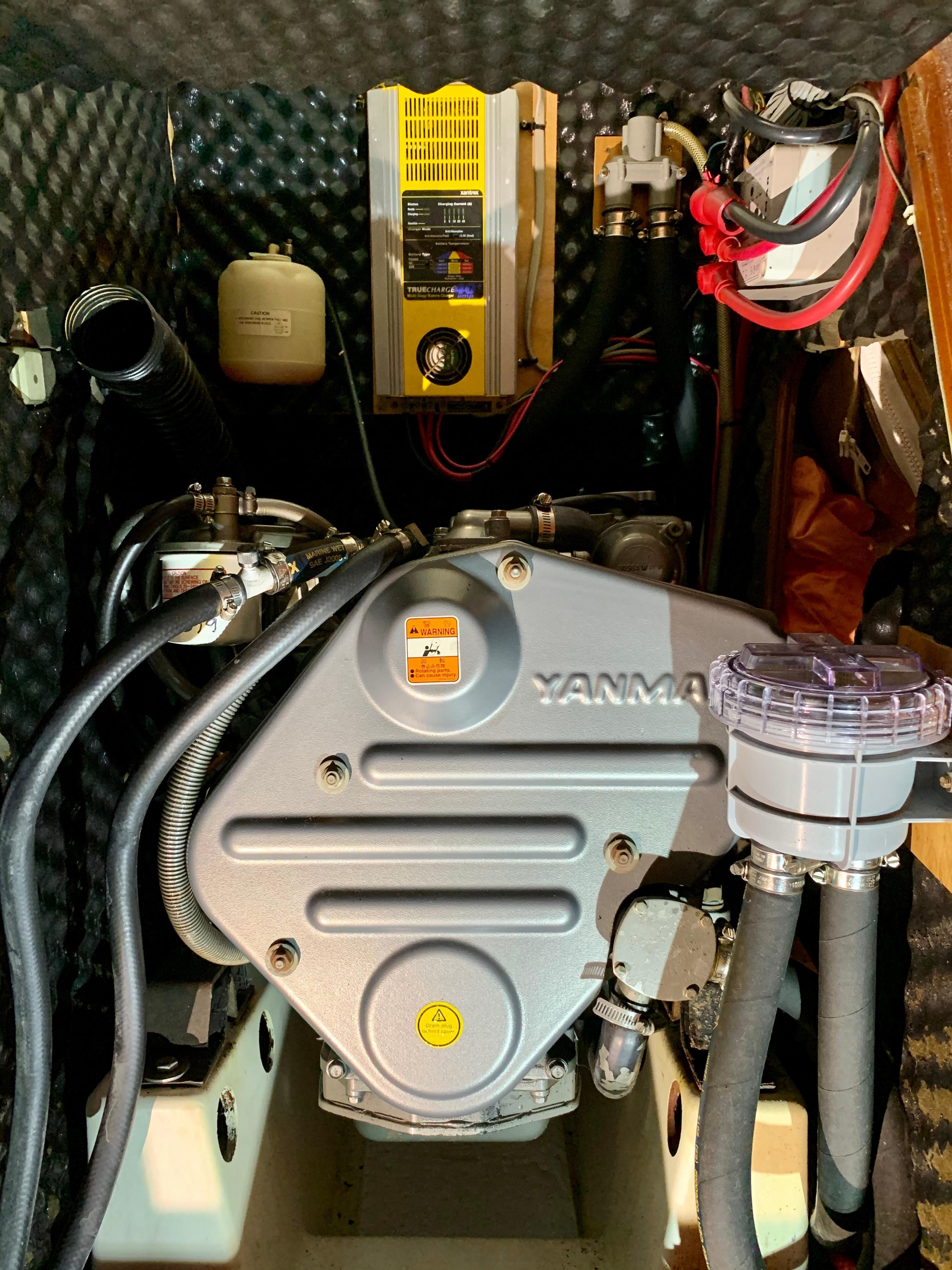 42 ft Beneteau 423 Engine