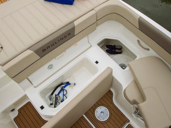 2020 Bayliner boat for sale, model of the boat is VR6 Bowrider & Image # 5 of 53