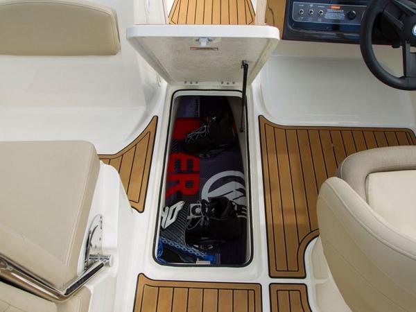 2020 Bayliner boat for sale, model of the boat is VR6 Bowrider & Image # 9 of 53