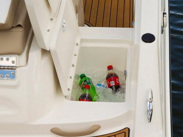 2020 Bayliner boat for sale, model of the boat is VR6 Bowrider & Image # 16 of 53