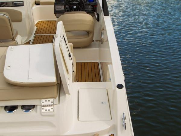 2020 Bayliner boat for sale, model of the boat is VR6 Bowrider & Image # 26 of 53
