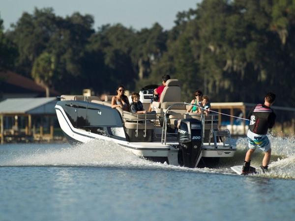 2020 Bayliner boat for sale, model of the boat is Element XR7 & Image # 8 of 43