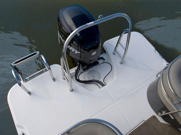 2020 Bayliner boat for sale, model of the boat is Element XR7 & Image # 17 of 43