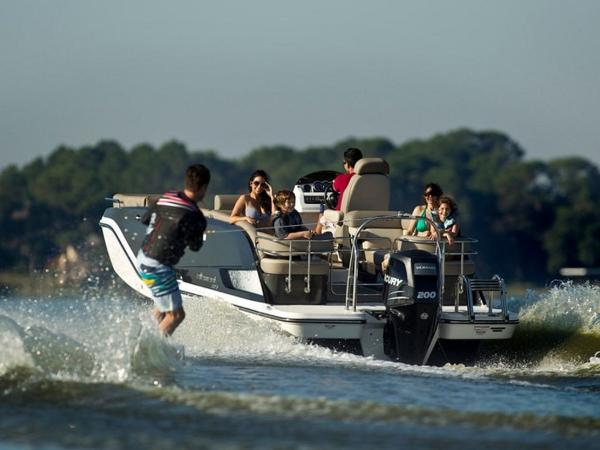 2020 Bayliner boat for sale, model of the boat is Element XR7 & Image # 20 of 43