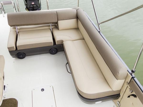 2020 Bayliner boat for sale, model of the boat is Element XR7 & Image # 40 of 43