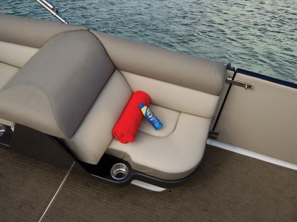 2020 Bayliner boat for sale, model of the boat is Element XR7 & Image # 42 of 43