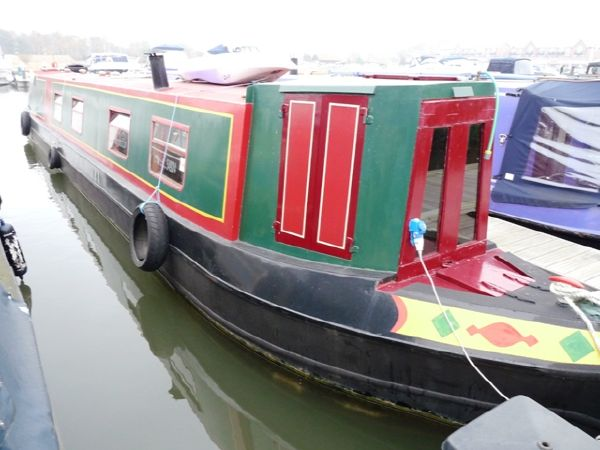 NARROW BOAT GOLDEN FLEET