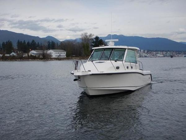 2020 Boston Whaler boat for sale, model of the boat is 345 Conquest Pilothouse & Image # 4 of 31