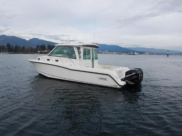 2020 Boston Whaler boat for sale, model of the boat is 345 Conquest Pilothouse & Image # 8 of 31