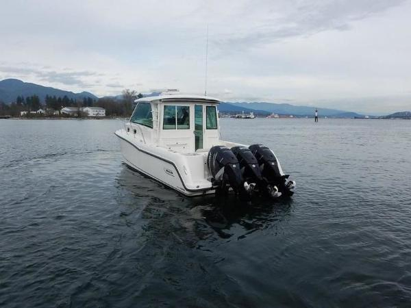 2020 Boston Whaler boat for sale, model of the boat is 345 Conquest Pilothouse & Image # 15 of 31