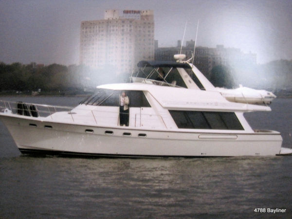 47' Bayliner 4788 Pilot House