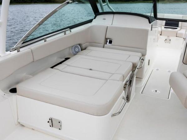2020 Boston Whaler boat for sale, model of the boat is 270 Vantage & Image # 40 of 51