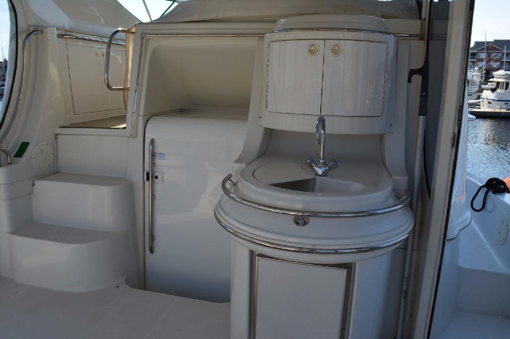 Carver 466 Motor Yacht - Aft Deck Wetbar