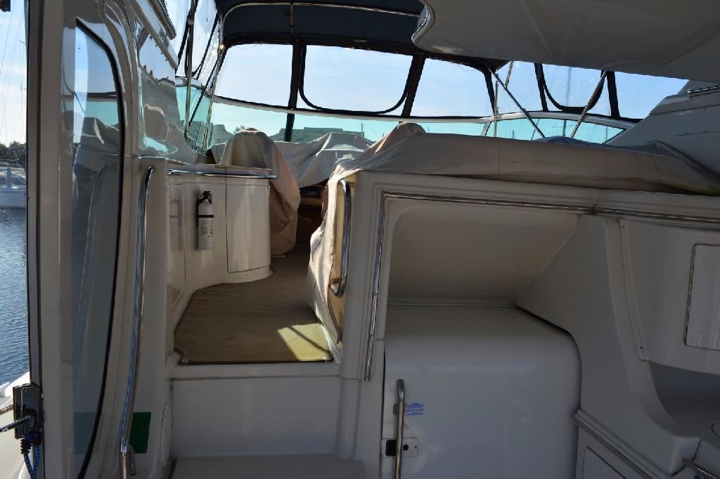 Carver 466 Motor Yacht - To Bridge