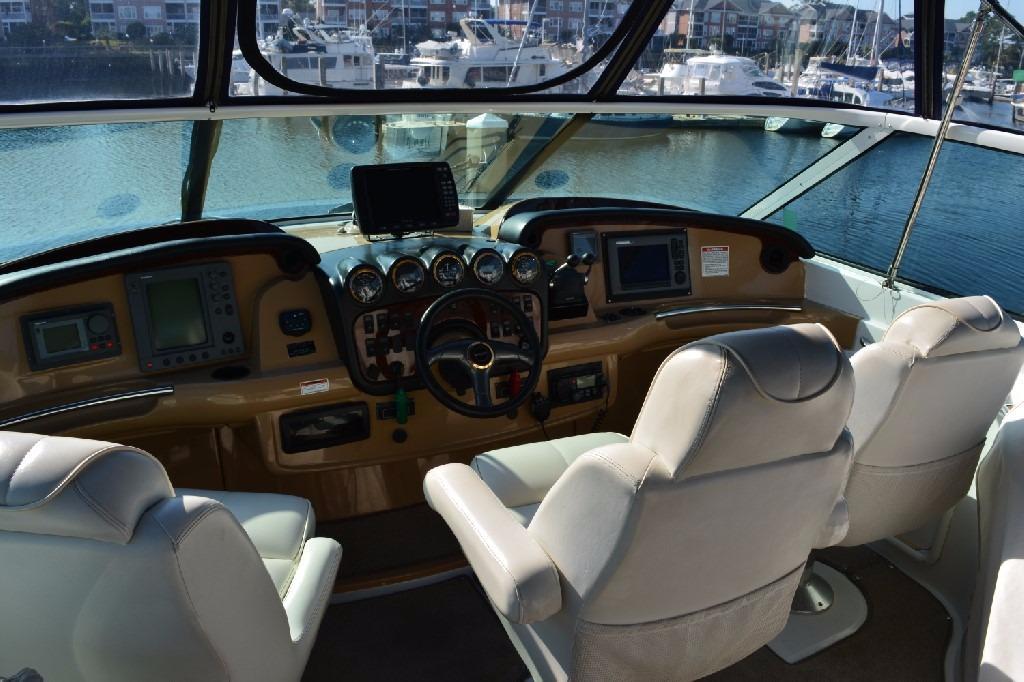 Carver 466 Motor Yacht - Helm