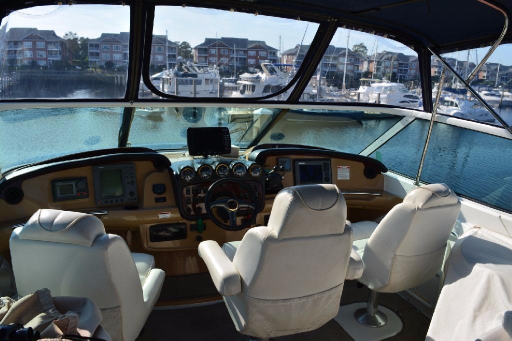 Carver 466 Motor Yacht - Helm 2
