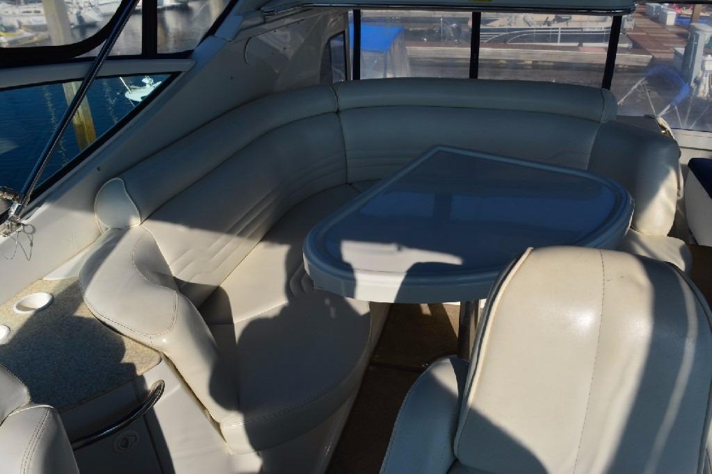Carver 466 Motor Yacht - Bridge Seating