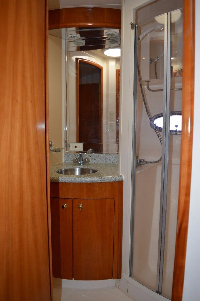 Carver 466 Motor Yacht - Forward Vanity
