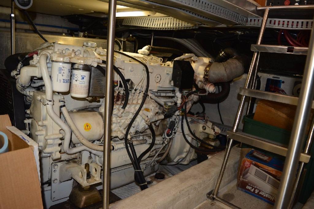 Carver 466 Motor Yacht - Starboard Engine