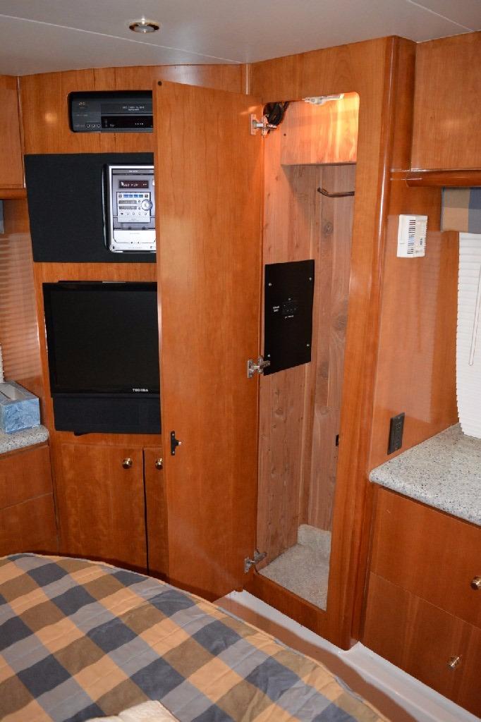 Carver 466 Motor Yacht - Master Locker 1