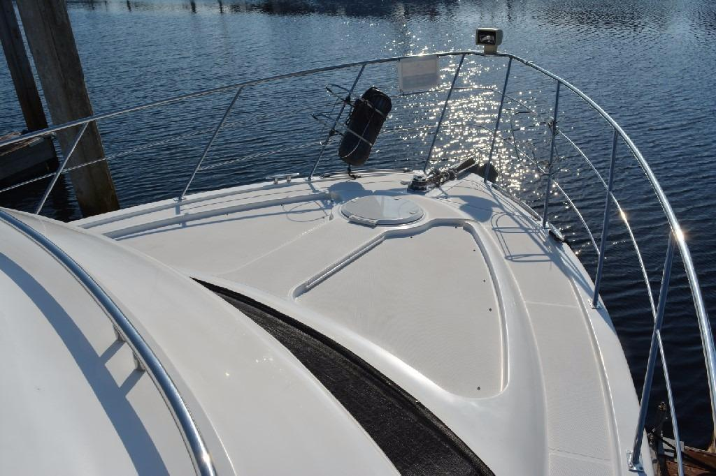Carver 466 Motor Yacht - Foredeck