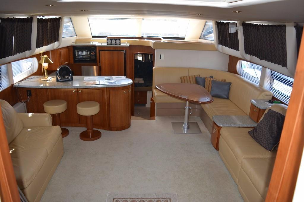 Carver 466 Motor Yacht - Salon