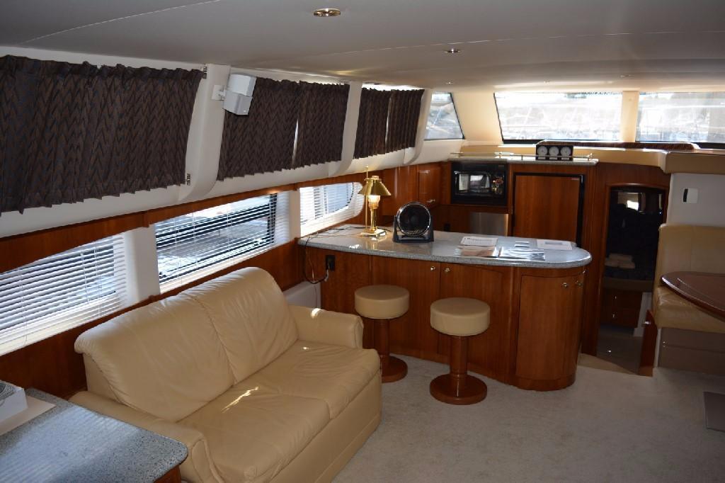 Carver 466 Motor Yacht - Salon to Port