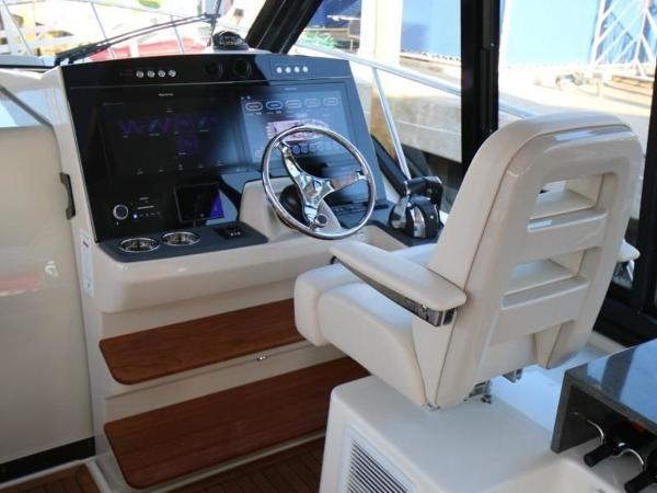 2020 Boston Whaler boat for sale, model of the boat is 405 Conquest & Image # 14 of 62