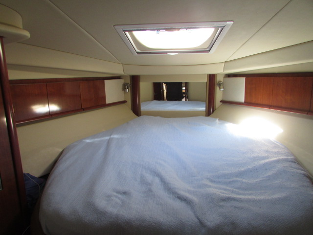 2006 Sea Ray boat for sale, model of the boat is 40 Sundancer & Image # 10 of 35