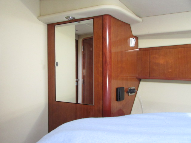 2006 Sea Ray boat for sale, model of the boat is 40 Sundancer & Image # 25 of 35